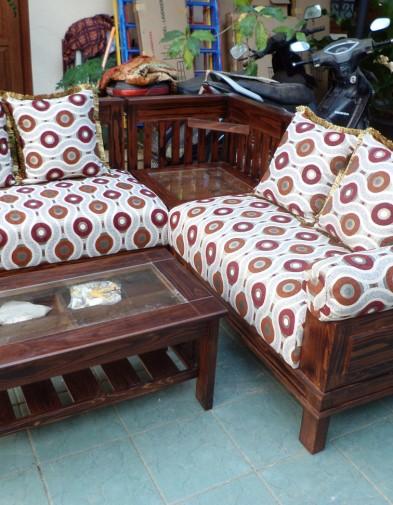 Kursi Sofa Coklat Kayu Minimalis Motif